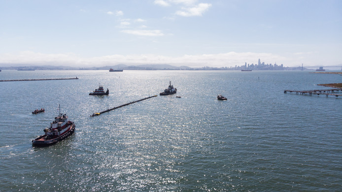 The Ocean Cleanup bij het vertrek in Alameda, Amerika