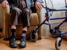 Getrouwde doktersassistente 'wordt verliefd' op 85-jarige patiënt met doodswens en wordt ontslagen