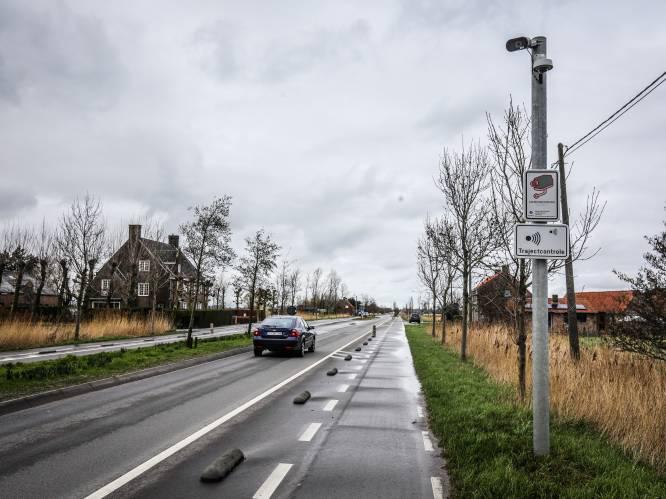 """Camera's staan er al 2 jaar, de 6 trajectcontroles werken, maar boetes kan je in Diksmuide niet krijgen: """"Geen volk om ze te verwerken"""""""