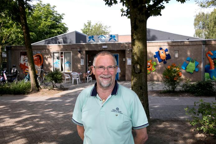 Gerrit Spaninks voor zijn geliefde buurthuis De Heidehonk.