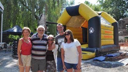 """Vaste klanten organiseren benefiet voor afgebrande kinderboerderij: """"Tonen dat we er zijn voor Johan en Christa"""""""