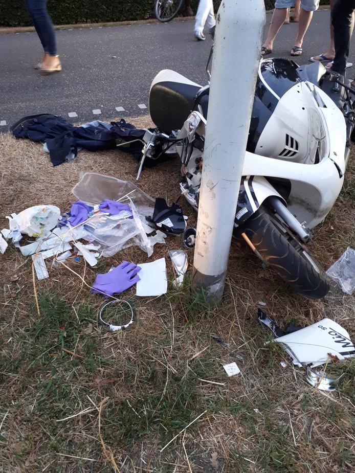 De foto van het ongeval die wijkagent Henk Wiegman op Twitter plaatste.