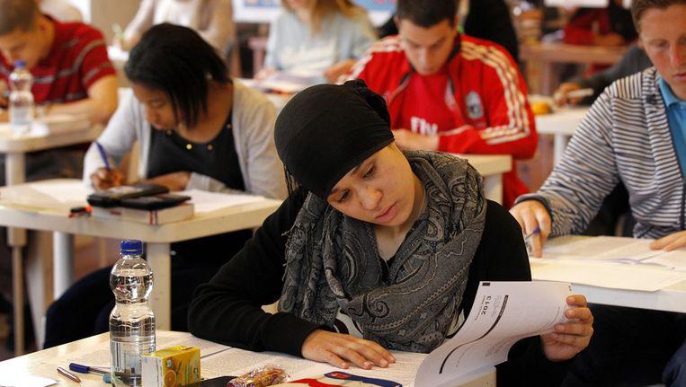 Leerlingen van het Leidsche Rijn College buigen zich over de eindexamenopgave, afgelopen mei. Beeld null