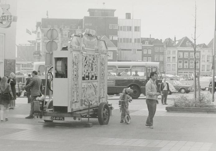 Gerrit Kuijs links op de Hinthamerpromenade