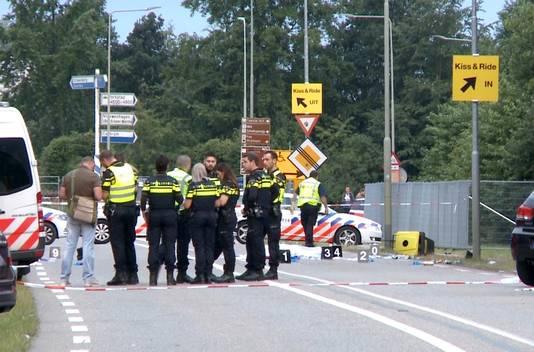 Hulpdiensten op de plek waar een aanrijding is gebeurd tussen een bestelbusje en een groep voetgangers in Landgraaf.