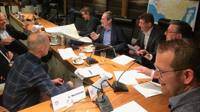 Tijdens een bijeenkomst in Heinkenszand is volop nagedacht over oplossingen voor het tekort aan zoet water.
