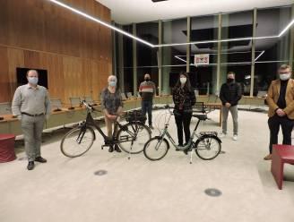 Magda en Sabine winnen fiets met actie 'Wie naar de winkel fietst, wint'