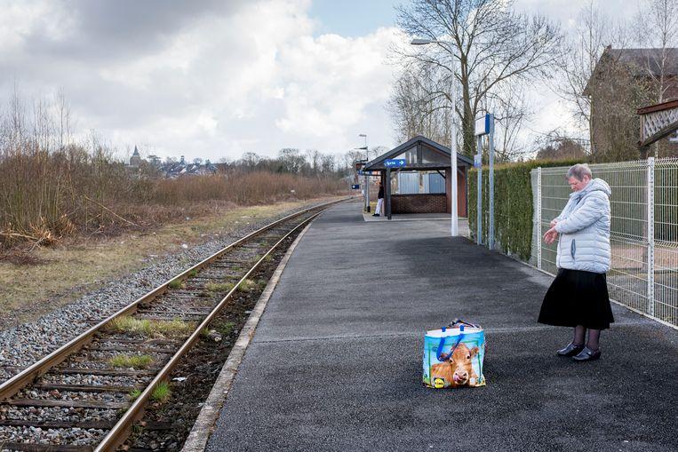 29 maart 2018, Vervins, Frankrijk.  Vervins is een een onbemand station aan de regionale spoorlijn Laon-Hirson, in de