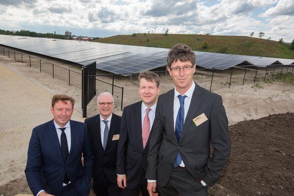 Kristal Solarpark in Lommel  vlnr Bob Nijs Burgemeester van Lommel , Philippe Van Troeye ceo van Engie, Tom Vanham CEO van LRM en Guido Janssen Nyrstar