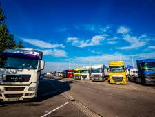 Twentse truckstop overvol door vele geparkeerde vrachtwagens, roep om nieuwe verzorgingsplaatsen