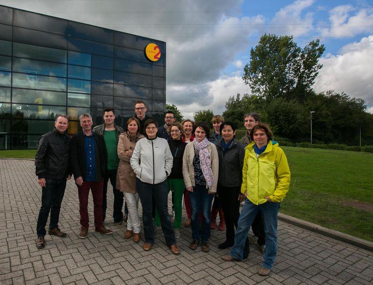 De ploeg van Radio 2 Limburg aan het oude gebouw