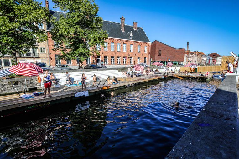 In Brugge kun je deze zomer dagelijks in de reien zwemmen.