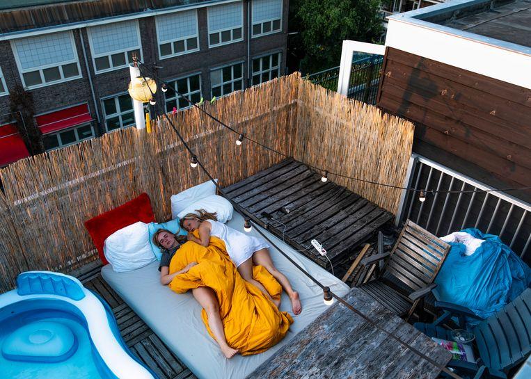 'We leven nu zo'n beetje 24 uur per dag buiten.'  Beeld Lin Woldendorp