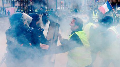 Betoging 'gele hesjes' in Parijs loopt uit de hand: politie zet traangas in