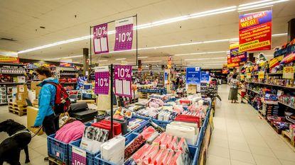Hypermarkt Carrefour is zo meteen gewone supermarkt, maar eerst uitverkoop