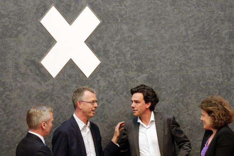 Toenmalig wethouder van Financiën Pieter Hilhorst (midden rechts)(PvdA) kwam in grote problemen door een blunder van de Amsterdamse belastingdienst. Ook VVD-wethouder Eric van den Burg (midden links) zal waarschijnlijk voor de enquêtecommissie moeten verschijnen. Beeld ANP