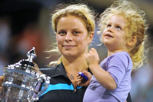 Clijsters in 2010 op de US Open met dochtertje Jada, nu 11, op de arm.