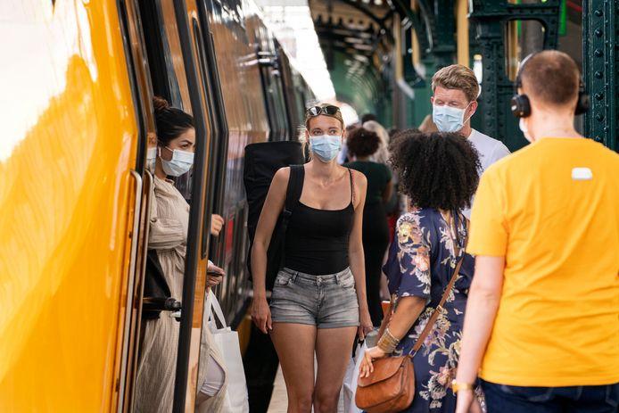 Iedereen mag vanaf 1 juli weer met de trein. Het mondkapje blijft verplicht, net als het afstand houden.