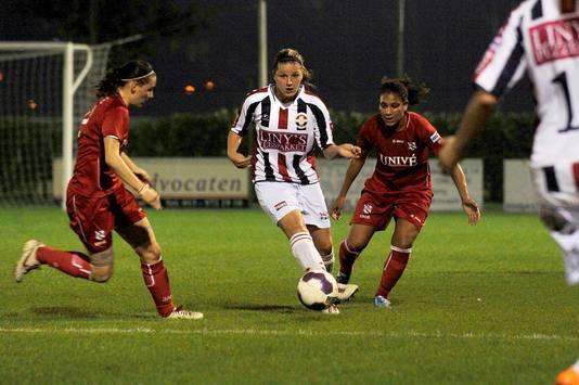 Marlou Peeters in actie voor Willem II.