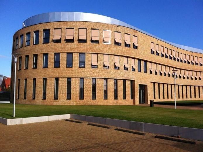 De nieuwbouw van het Cambium College aan de Oude Bosscheweg, die sinds woensdag De Waard heet. foto Tim Durlinger/BD