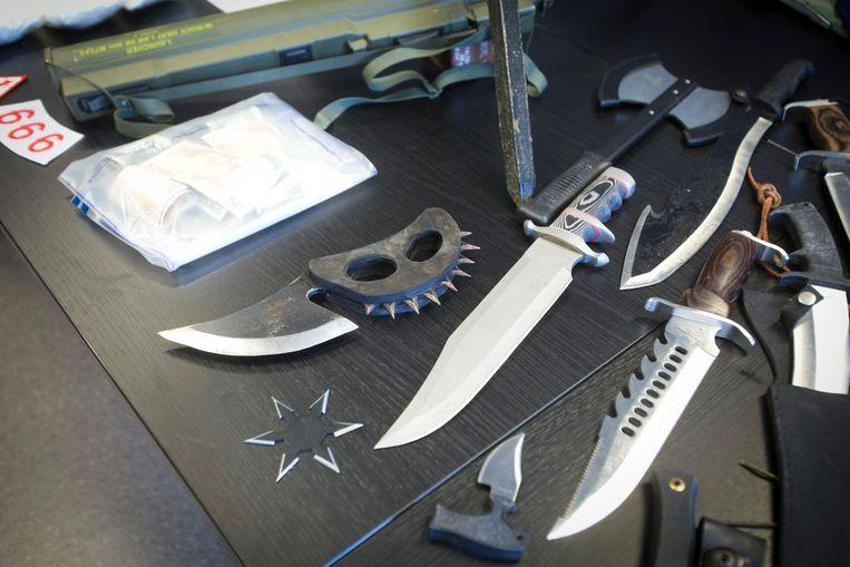 Steekwapens en werpsterren.