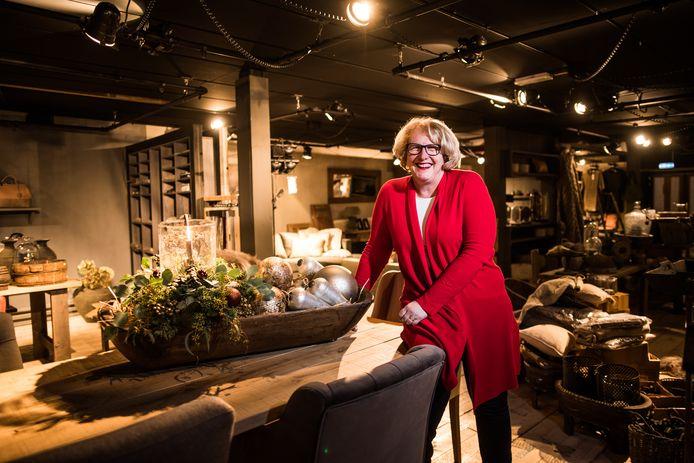 Mariska van Angelen. in de nieuwe woonwinkel 'altijd iets. moois' in Oosterbeek.