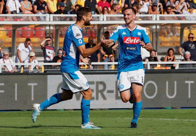 Fabio Ruiz viert zijn goal met Llorente die zelf twee keer aan het kanon stond.