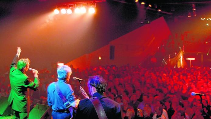 Dave Berry trad in 2007 op op de laatste 'Back to...' in een volle Stoelemat. Het muziekfestival is terug, maar nu in Den Enghel.