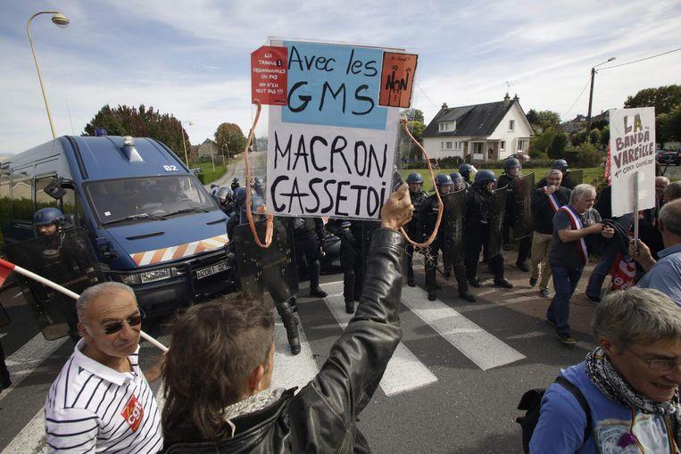 Medewerkers van het bedrijf GM&S protesteren in Egletons (Corrèze), op 4 oktober 2017. Beeld afp