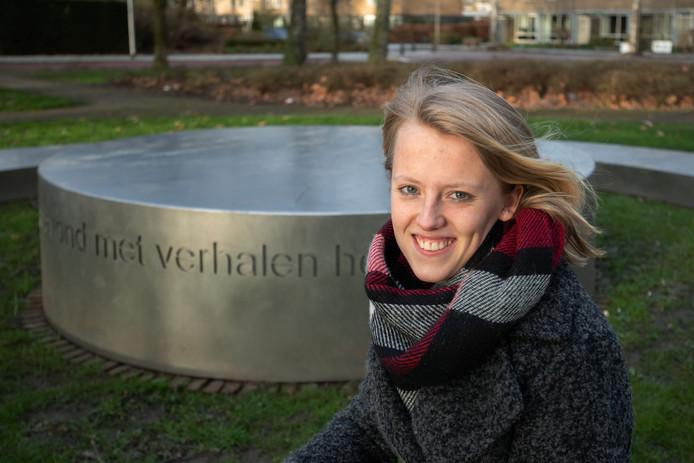 Maureen de Witte uit Emmeloord mag haar eigen geschreven gedicht voordragen op de Dam in Amsterdam tijdens de nationale dodenherdenking op 4 mei.