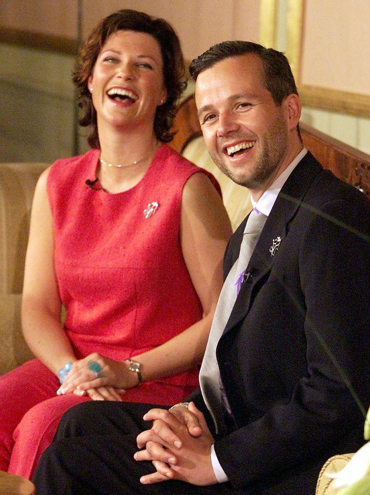 De Noorse prinses Märtha Louise en Ari Behn bij de aankondiging van hun verloving in 2002.