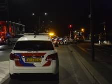Fietsster naar ziekenhuis na aanrijding met auto in Breda