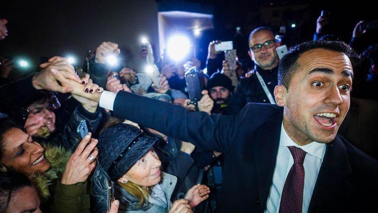 Luigi Di Maio, leider van de Vijfsterrenbeweging, viert feest met zijn aanhang Beeld epa