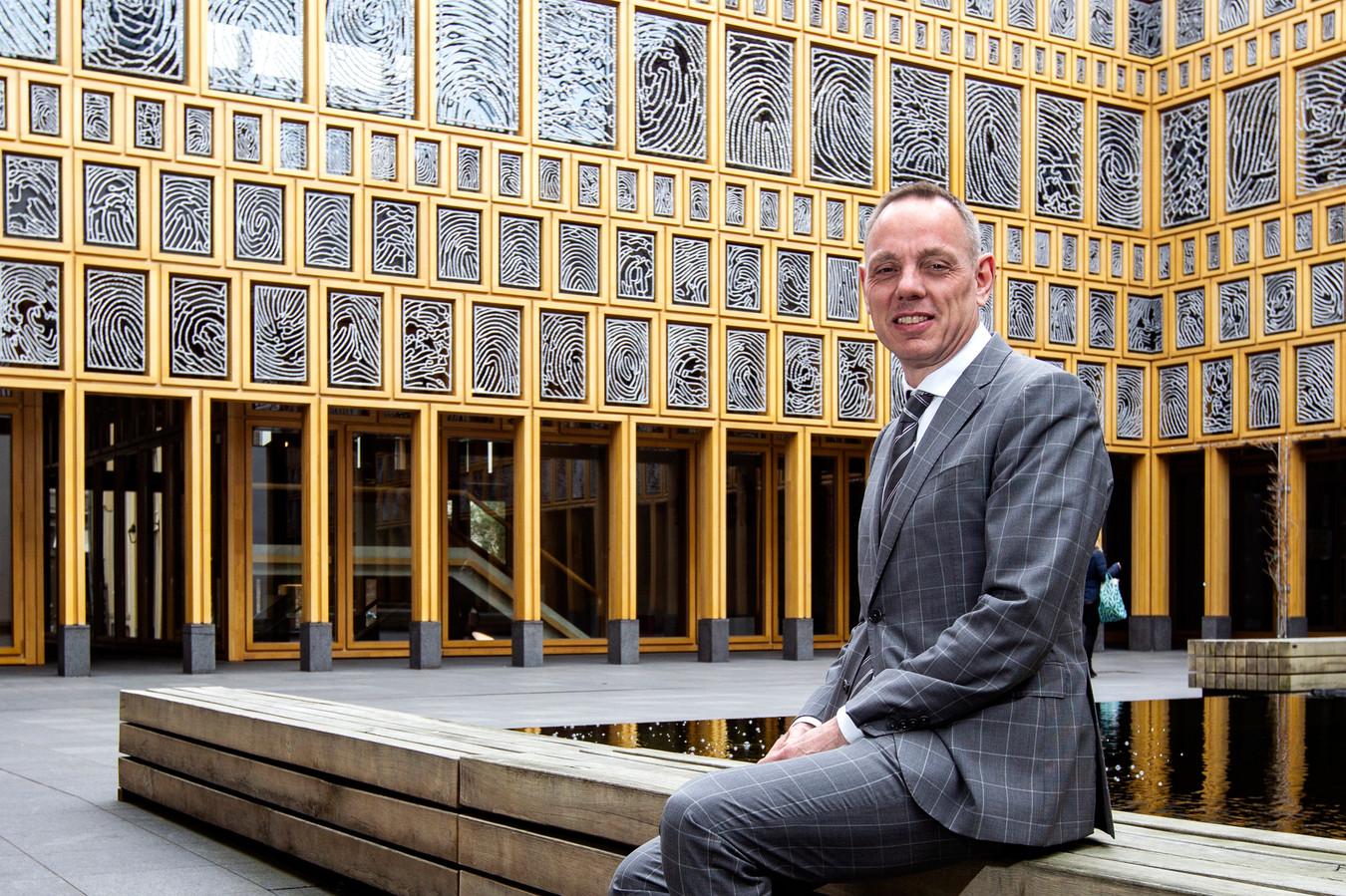 Ron König mag zich vanaf donderdag 6 juni officieel burgemeester van Deventer noemen.