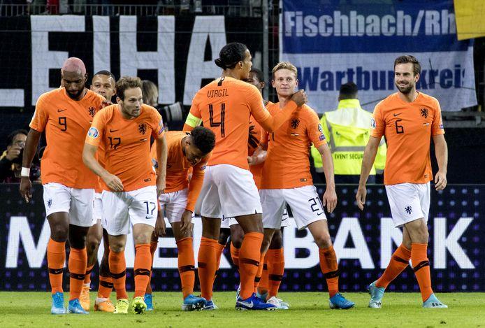 Oranje viert een treffer tegen Duitsland in de Nations League.