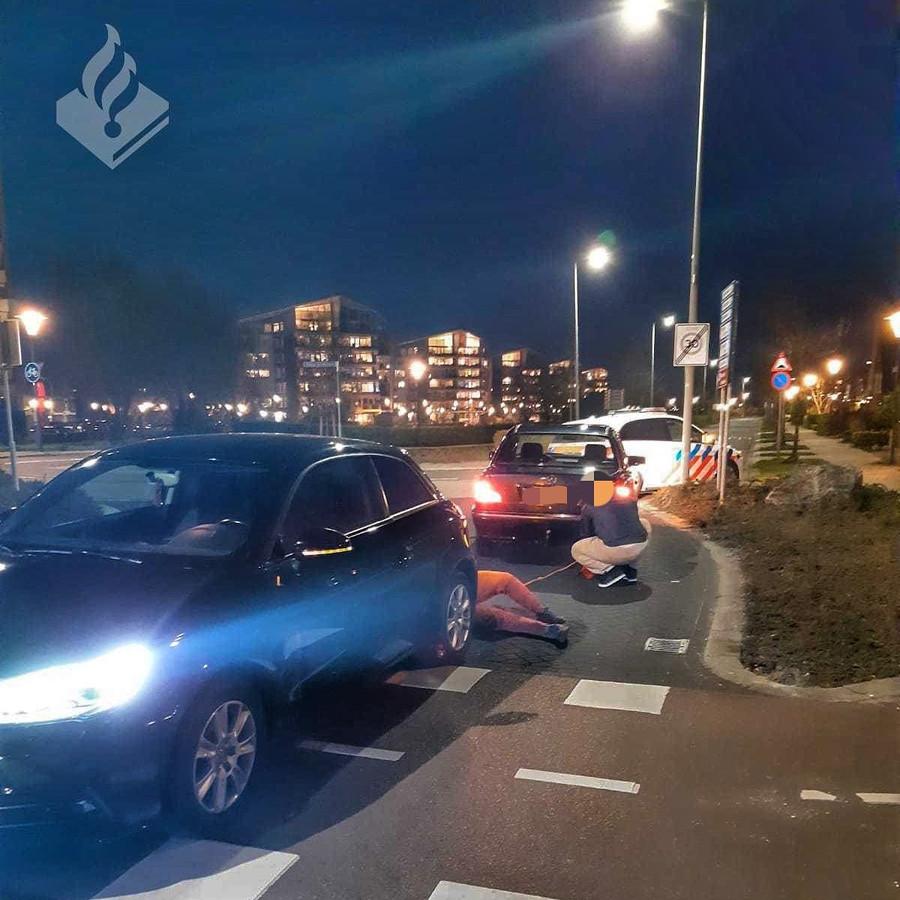 De politie zette de auto's aan de kant op de Westerschelde in Zoetermeer.