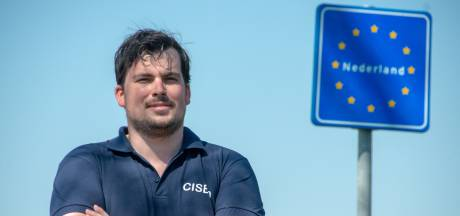 Emiel wandelt 600 kilometer van Normandië naar de John Frostbrug in Arnhem: 'Jongeren nemen vrijheid maar voor lief'