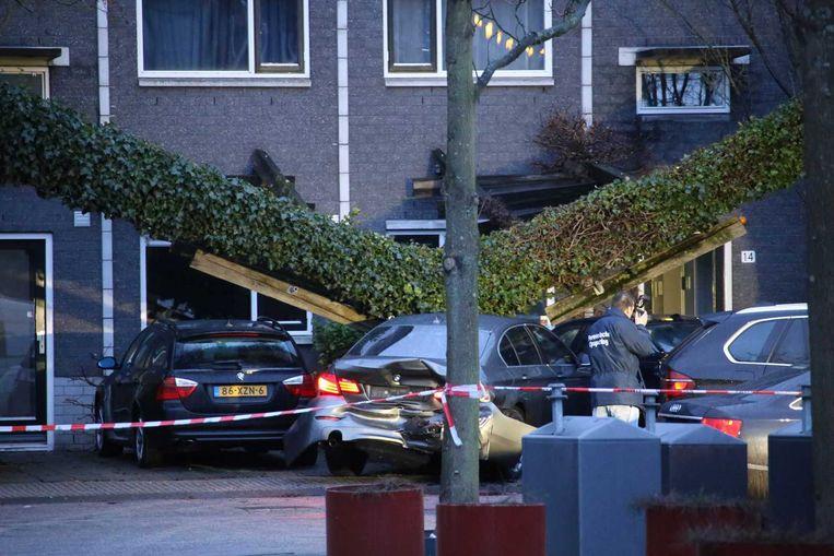 De arrestatie van vier mannen in de Knokkestraat vorig jaar. Beeld Olim Bamjat
