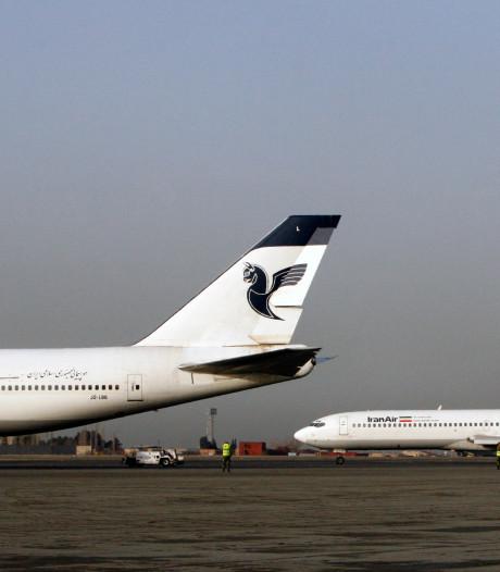 Vliegtuig vat vlam op luchthaven Teheran: 100 passagiers geëvacueerd