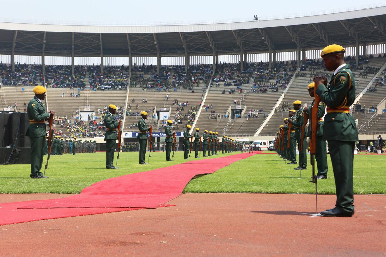 Soldaten in het Nationale Sport Stadion in Harare bij de uitvaart van Robert Mugabe.
