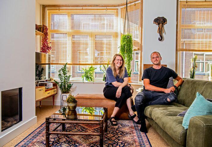 """Danielle Hoogendoorn met haar vriend Ton Kool: ,,Ik vind mijn leven en dit huis heel erg fijn, maar ik sluit nooit uit dat ik ooit ergens anders woon."""""""