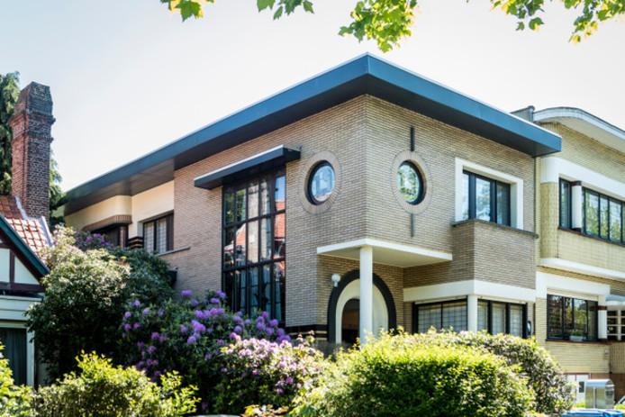 Het huis van Benoit en Helga is een architecturaal staaltje art-deco. Dat zie je aan de geometrische vormen zoals ronde ramen en rechthoekige volumes.