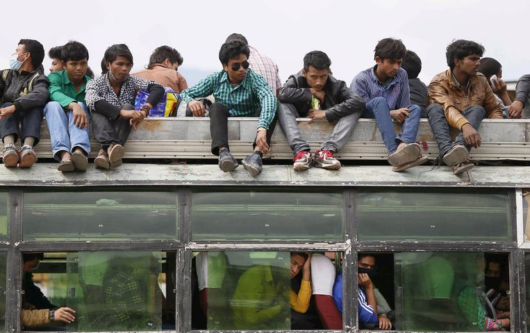 Een overvolle bus in Nepal (archieffoto)