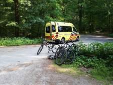 Mountainbiker botst op boom