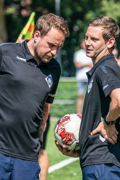 Maik Angenent, voetbalgekke trainer van RKHVV: 'Op vader/dochterdag samen een wedstrijdje bekijken'