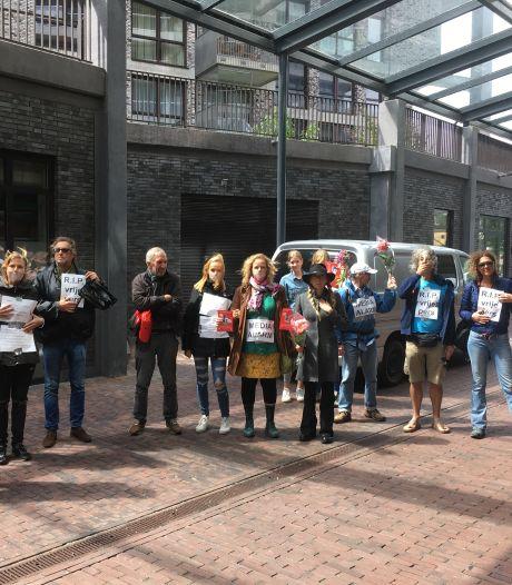 Actie voor kritische pers bij kantoor De Gelderlander