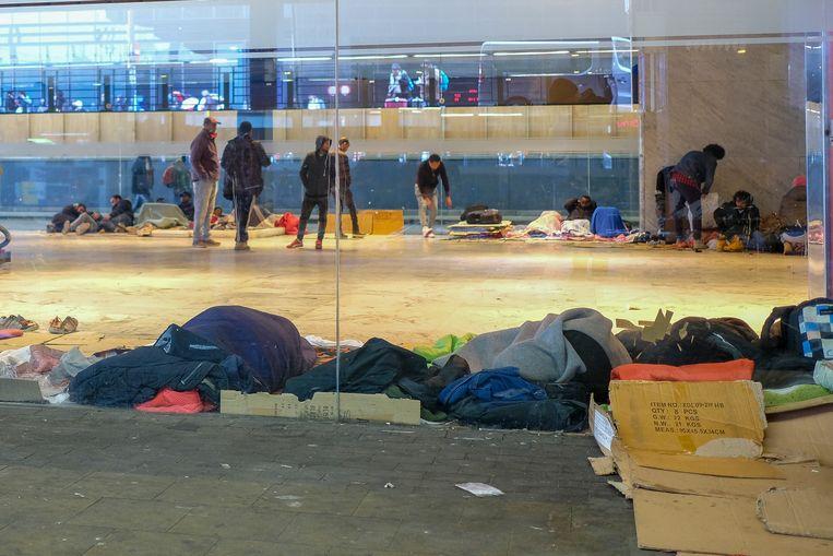 Het Noordstation is een toevluchtsoord voor transmigranten.