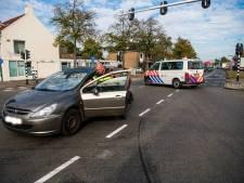 Fietser geschept door auto op kruising in Eindhoven, slachtoffer gewond naar ziekenhuis