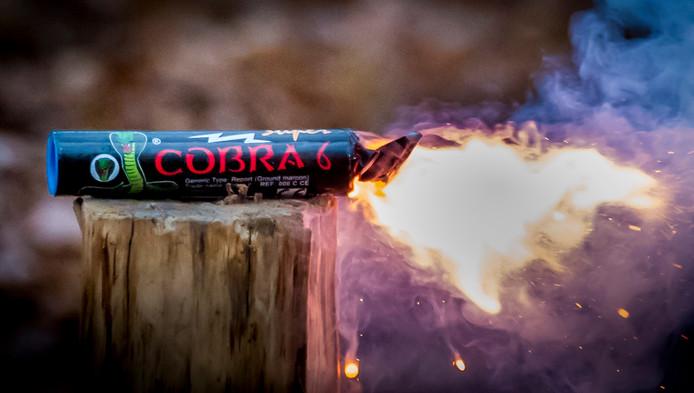 De Cobra 6. Dit type vuurwerk is verkrijgbaar in veel Europese landen, maar verboden (illegaal) in Nederland. (foto ter illustratie)