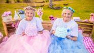 Tweelingzussen vieren 100ste verjaardag met sprookjesachtige fotoshoot